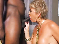 Mature white cougar worships BBC